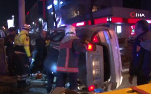 Otomobil ağaca ve 2 polis aracına çarpıp devrildi: 4 yaralı