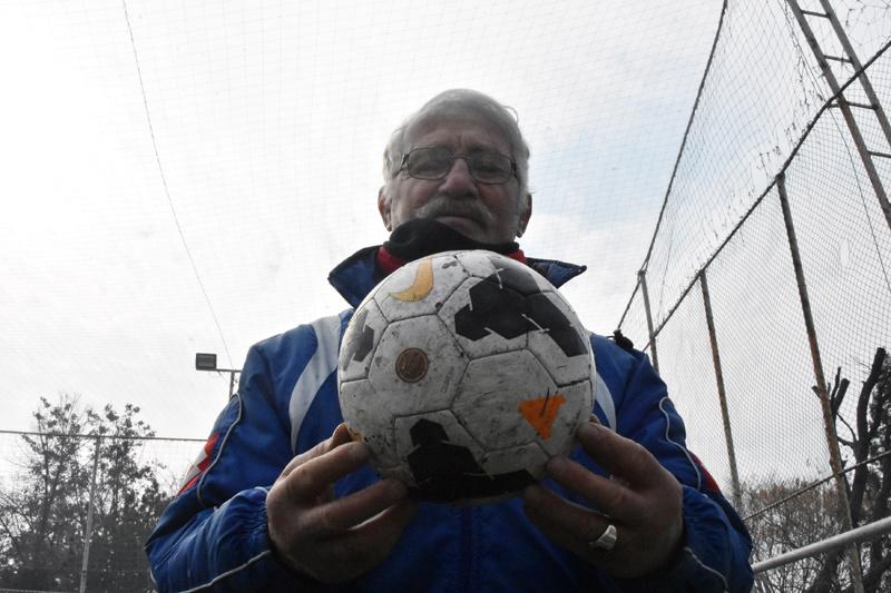 Bir dönemin yıldızıydı eski milli futbolcu halı sahada çalışıyor