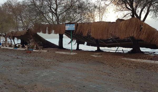 Antalya ve Muğla'da fırtına çatıları ve seraları uçurdu işte son durum