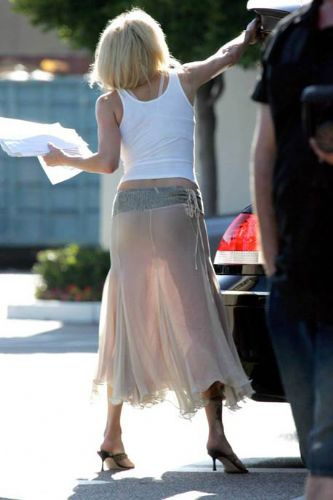 девушки в мини юбках без нижнего белья фото