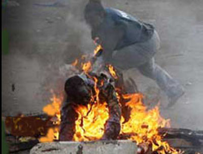 İnsanları canlı canlı yaktılar!
