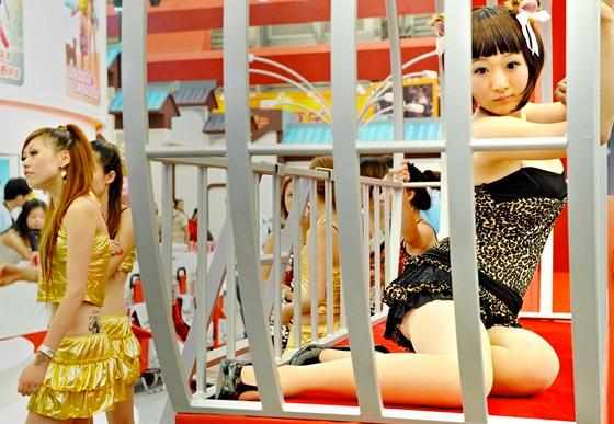 Çinli kızlar sınırları zorladı