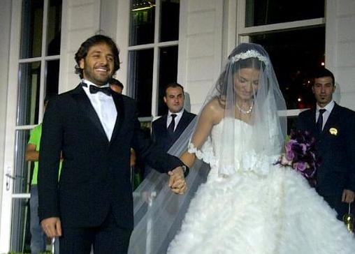 Ebru Akel evlendi