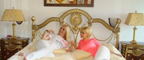 Adnan Hoca'nın kızları yatağa girdi