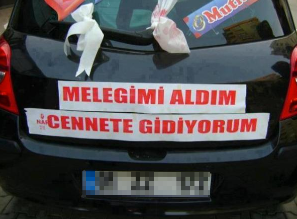 Türkler'in ilginç düğün arabası yazıları