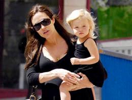 Angelina Jolie'nin kızı erkek olmak istiyor!