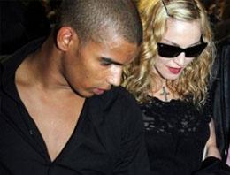 Madonna Kuran'ı elinden düşürmüyor
