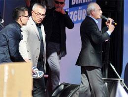 Kemal Kılıçdaroğluna ayakkabılı saldırı!