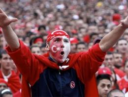 Türkiye Brezilya maçı hangi kanalda saat kaçta?: http://www.internethaber.com/turkiye-brezilya-maci-hangi-kanalda-saat-kacta-734864h.htm