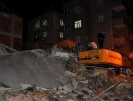 İstanbul'da 5 katlı bina çöktü! 1 kişi öldü!