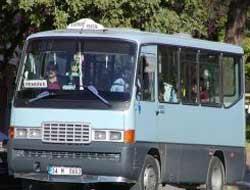 Minibüs eylemi trafik kapattı