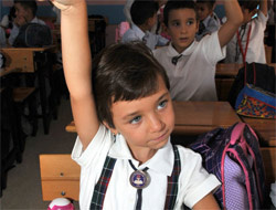 Seçim okulları tatil etti