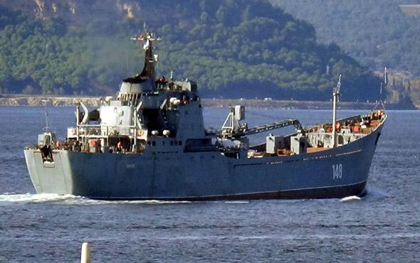 Rus savaş gemisi Çanakkale Boğazı'ndan geçti…