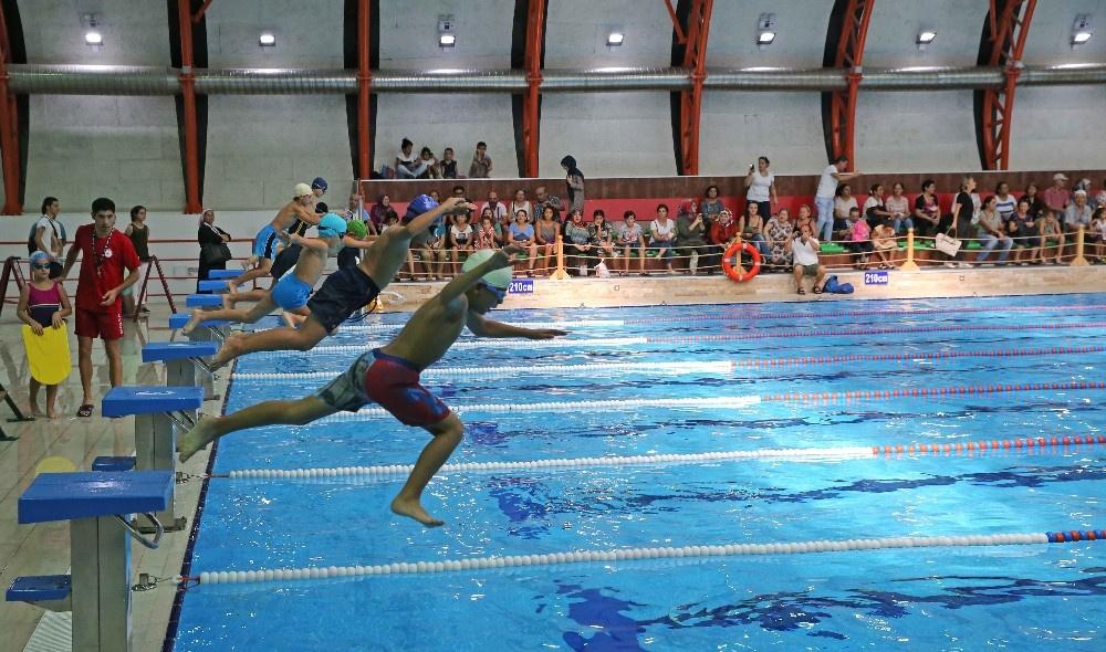 Karşıyaka Belediyesi Yüzme Havuzu