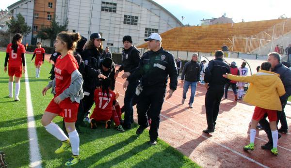 Yeni Burdurspor ile Antalya Demirspor