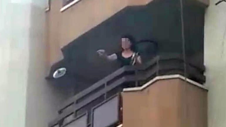 Öğretmenden şok hareket! Evinin balkonuna çıkıp…