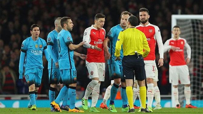 Arsenal-Barcelona maçında Cüneyt Çakır'a küfür