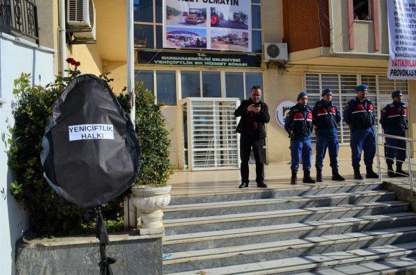 CHP'li belediyeye 'çalışmıyor' protestosu!