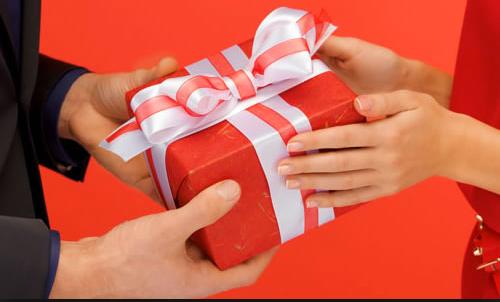 Как принимать подарки от любовника 72