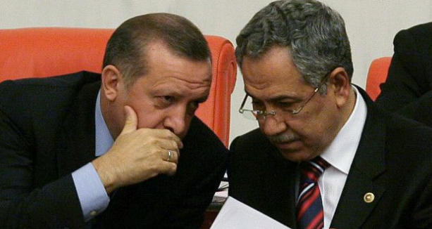 Bülent Arınç, Erdoğan'ın Başbakanlık yaptığı dönemde hükümet sözcülüğü ve Başbakan Yardımcılığı görevlerini yürtmüştü.
