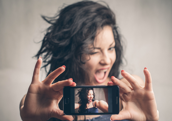 selfie kelimesi yerine tdk özçekim ve görçek