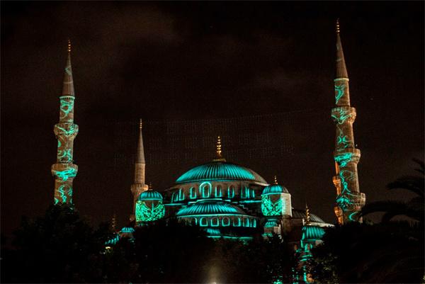 Fatih'te bir ilk Sultanahmet Camii'nde video mapping!