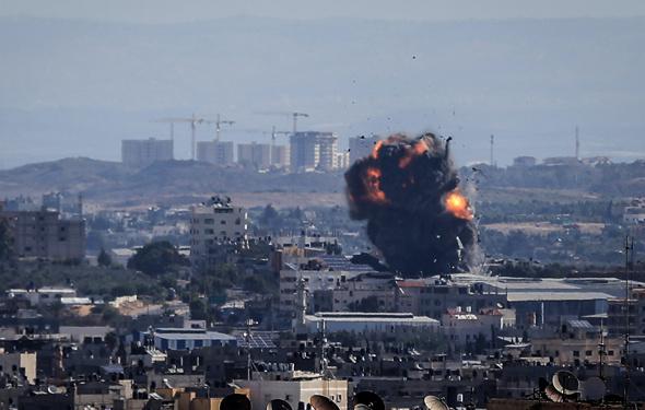İsrail Gazze'yi bombalıyor…