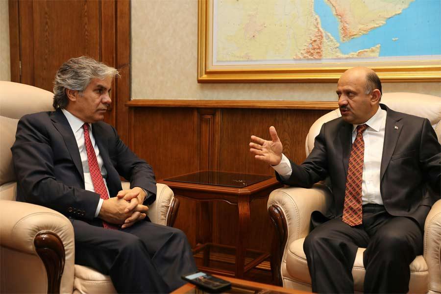 Milli Savunma Bakanı Fikri Işık İnternethaber.com'dan Hadi Özışık ve Süleyman Özışık'a özel röportaj verdi.