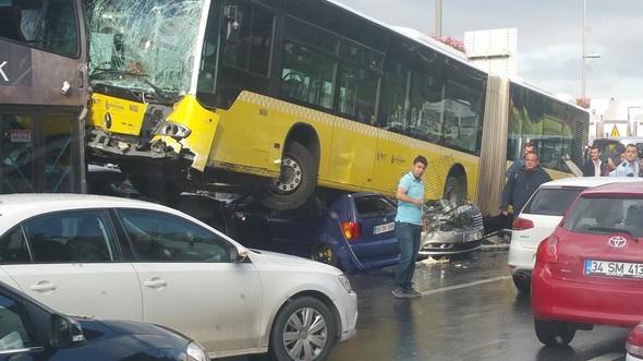 istanbul acibadem metrobüs kazası