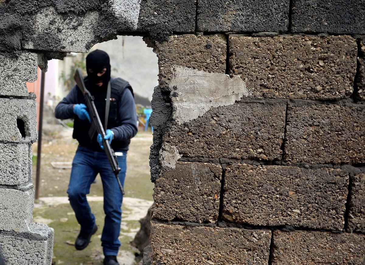 Diyarbakır sur ilçesi özel harekat polisleri operasyonu