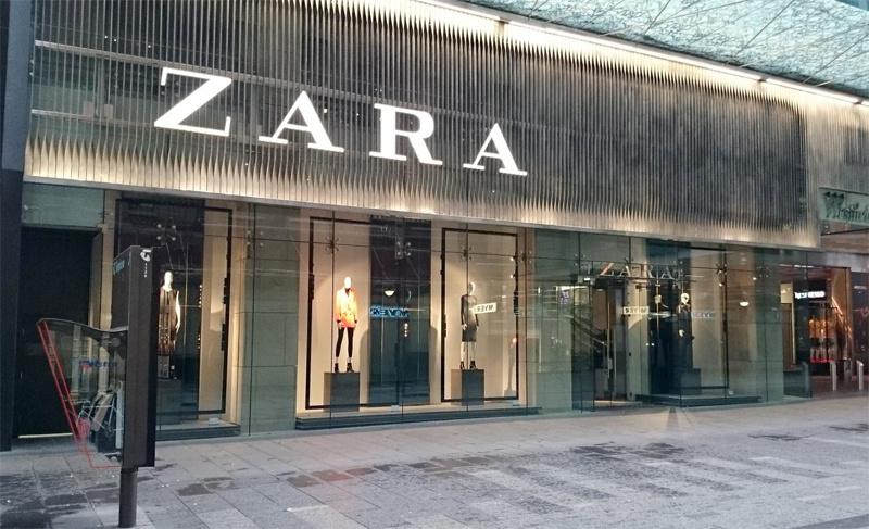 b223e1aa0c3f9 Zara bir İspanya'ya ait bir marka. Dünya geneline yayılmış global bir marka  olan Zara'nın 6 binin üzerinde mağazasıvar.