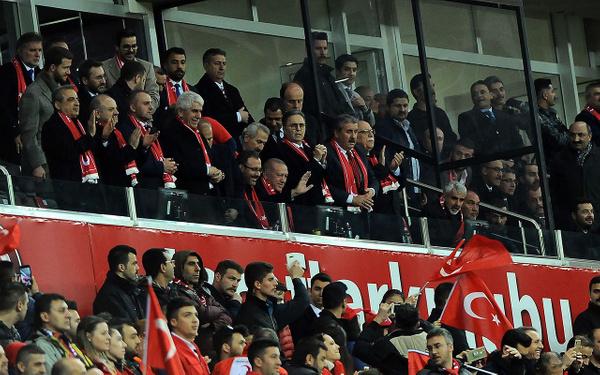 Cumhurbaşkanı Erdoğan Türkiye-Moldova maçında - Sayfa 2