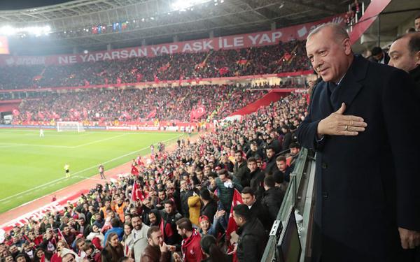 Cumhurbaşkanı Erdoğan Türkiye-Moldova maçında - Sayfa 4
