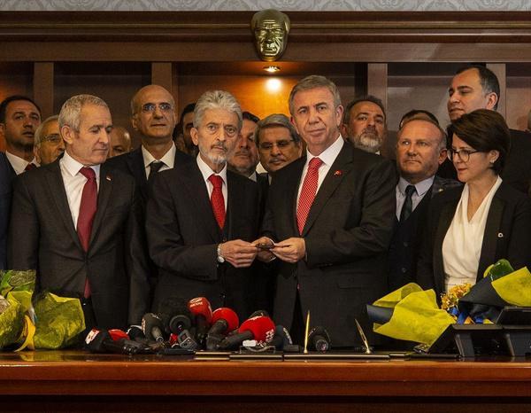 Ankara'da bir devir sona erdi Mansur Yavaş artık Belediye Başkanı - Sayfa 1