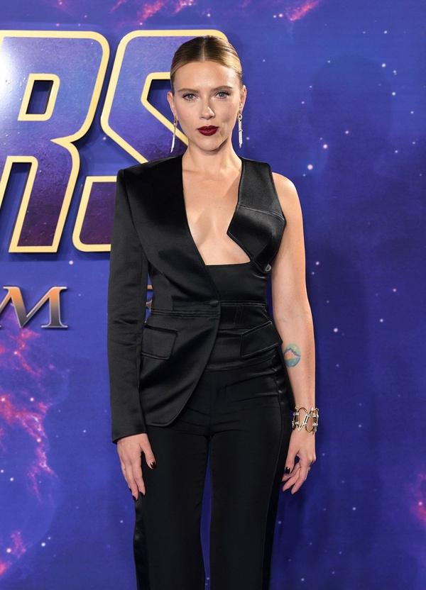 Scarlett Johansson'dan cesur göğüs dekoltesi - Sayfa 5