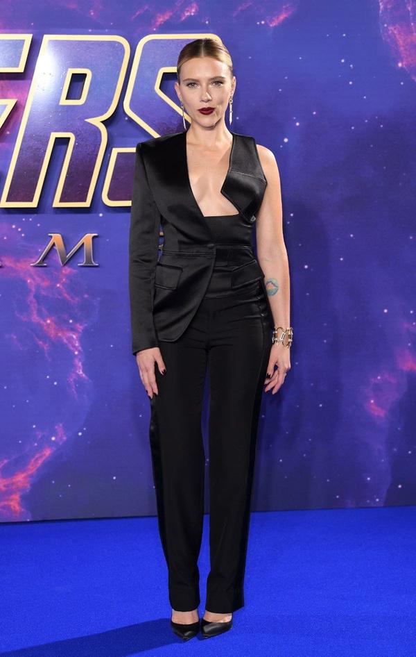 Scarlett Johansson'dan cesur göğüs dekoltesi - Sayfa 6