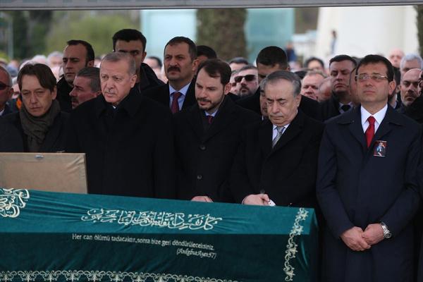Cumhurbaşkanı Erdoğan'la Ekrem İmamoğlu aynı cenazede saf tuttular - Sayfa 10