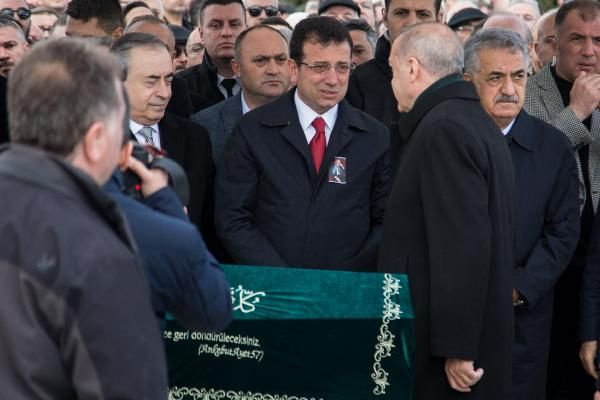 Cumhurbaşkanı Erdoğan'la Ekrem İmamoğlu aynı cenazede saf tuttular - Sayfa 6