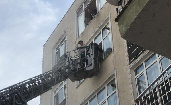 İstanbul'da 20 kişi yangında mahsur kaldı - Sayfa 4