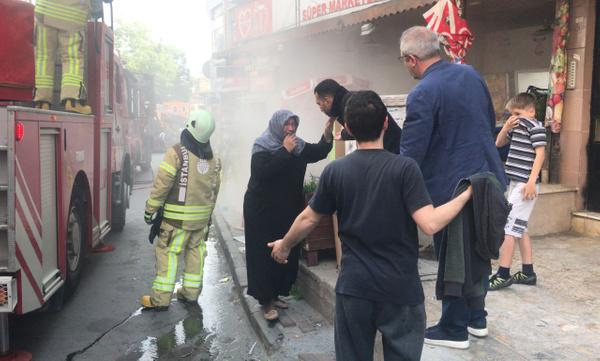 İstanbul'da 20 kişi yangında mahsur kaldı - Sayfa 5