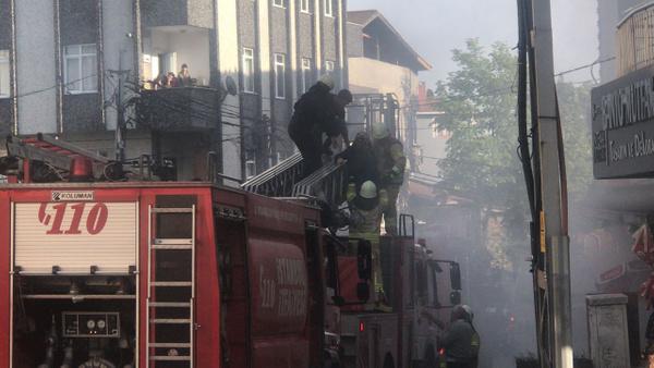 İstanbul'da 20 kişi yangında mahsur kaldı - Sayfa 12