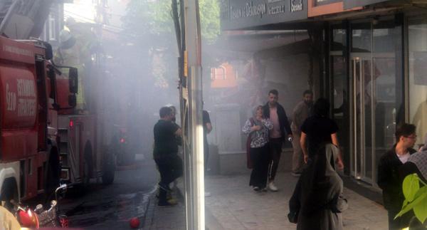 İstanbul'da 20 kişi yangında mahsur kaldı - Sayfa 13