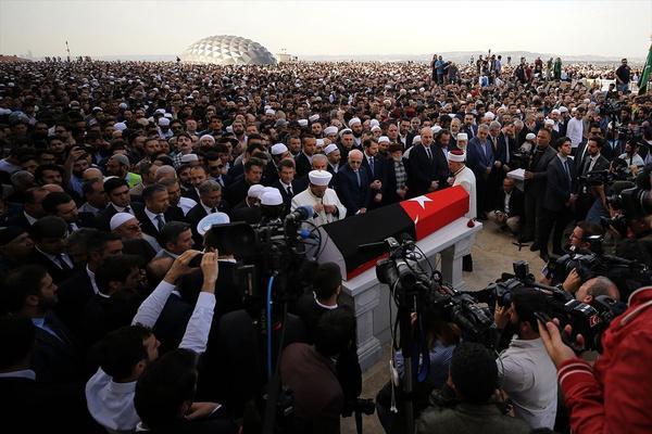 Kadir Mısıroğlu son yolculuğuna uğurlandı - Sayfa 7