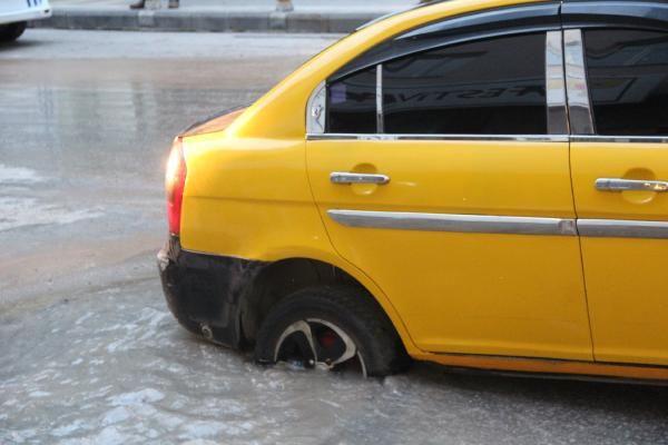 Malatya'da yol çöktü Taksi çukura düştü - Sayfa 3