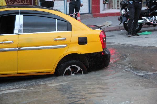 Malatya'da yol çöktü Taksi çukura düştü - Sayfa 5