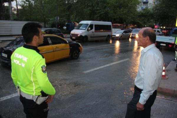 Malatya'da yol çöktü Taksi çukura düştü - Sayfa 7