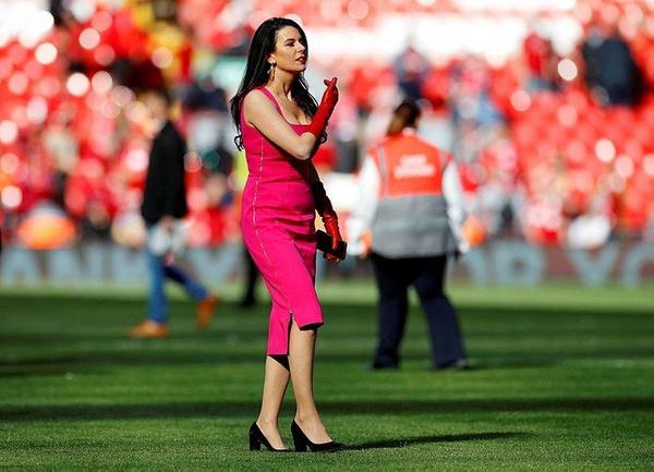 Sahadaki esmer güzeli Liverpool'un sahibi John Henry'nin eşi çıktı! - Sayfa 12
