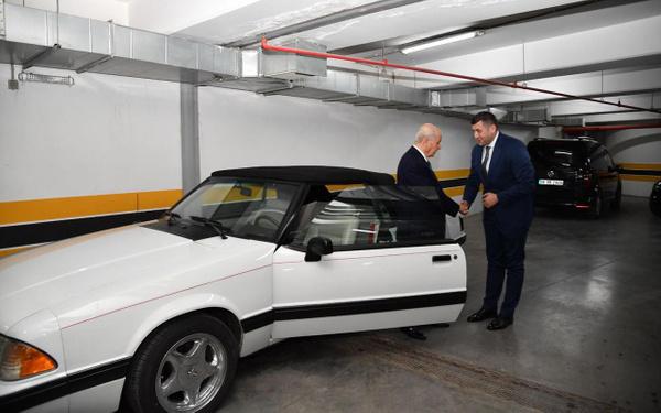 Devlet Bahçeli klasik Mustang aracını Baki Ersoy'a hediye etti - Sayfa 2