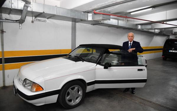 Devlet Bahçeli klasik Mustang aracını Baki Ersoy'a hediye etti - Sayfa 1