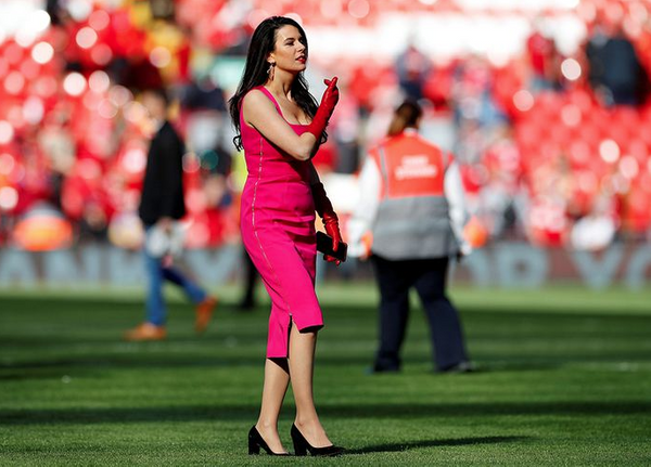 Sahadaki esmer güzeli Liverpool'un sahibi John Henry'nin eşi çıktı! - Sayfa 15